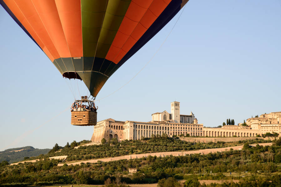 things-to-do-in-assisi-hot-air-balloon-italy