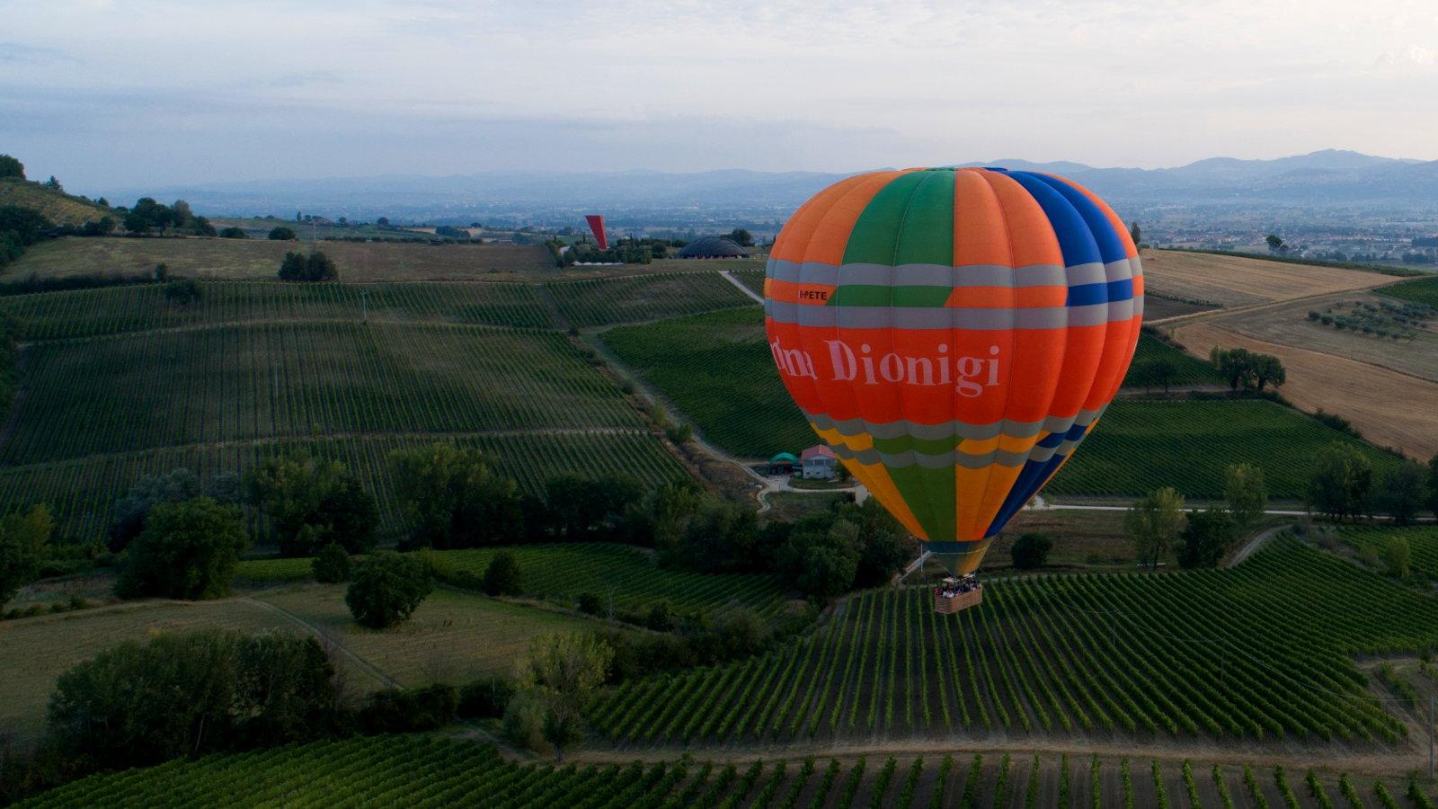 Hot air balloon rides near Tuscany Italy