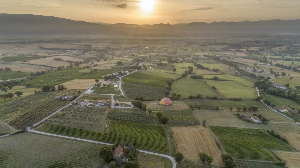 Hot air balloon ride Umbria Italy
